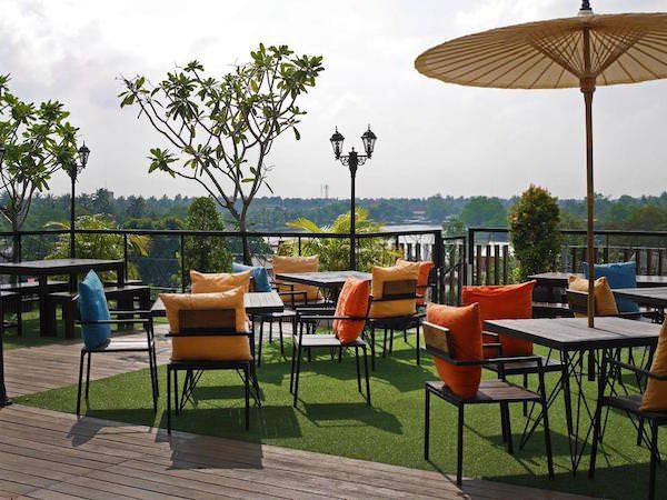 アンパワー ナ ノン ホテル&スパ (Amphawa Na Non Hotel & Spa)の中庭