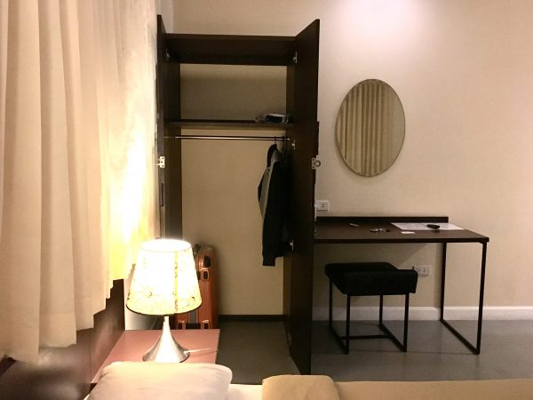 G9 バンコク ホテル (G9 Bangkok Hotel)の収納と作業机
