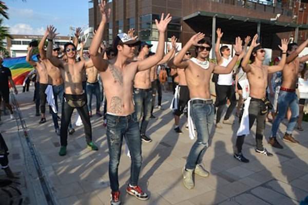 パタヤで開催されたゲイボーイのパレード2