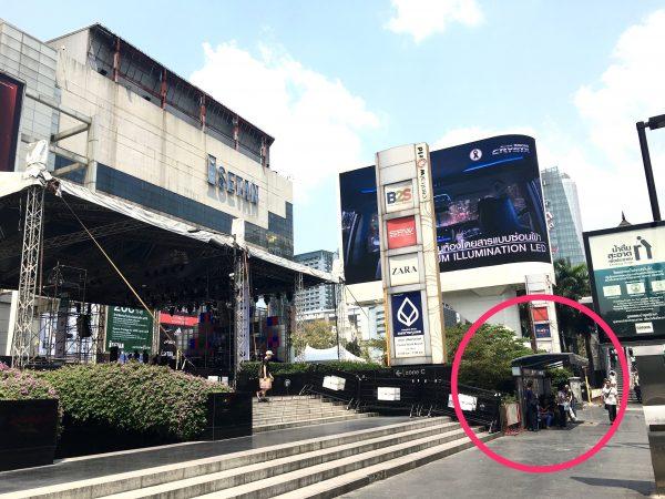 伊勢丹前のバス停