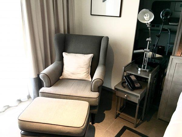 リーバ スーリヤ バンコク ホテル (Riva Surya Bangkok Hotel)のリクライニングチェアー