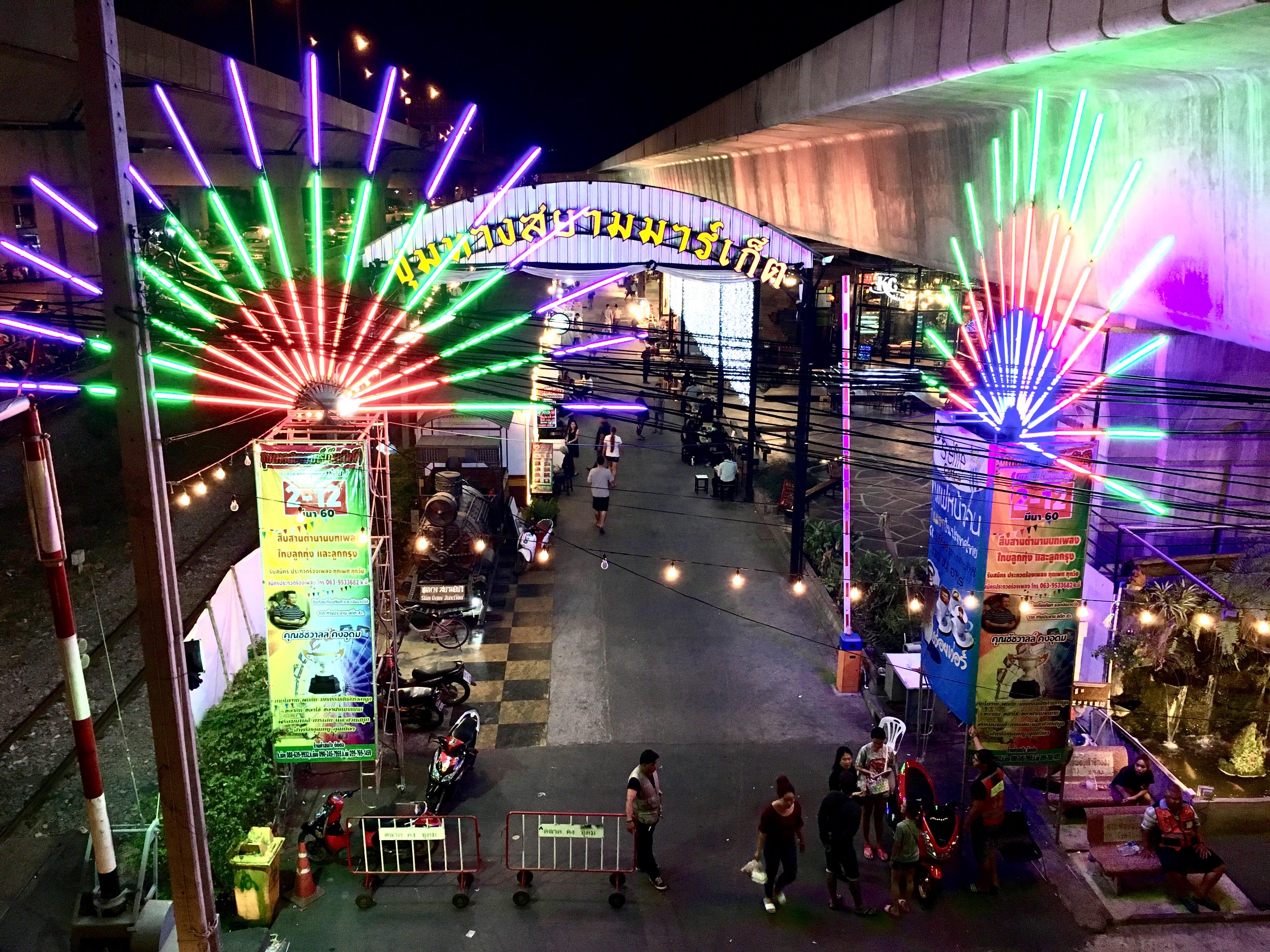 サイアムジプシージャンクション。MRT パープルライン沿いのナイトマーケット。