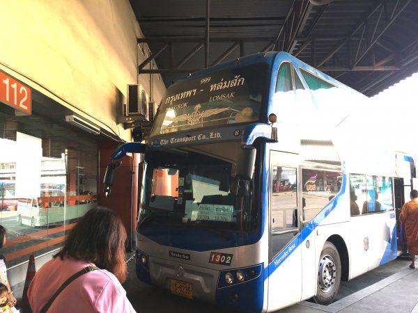 スコータイ行きのバス