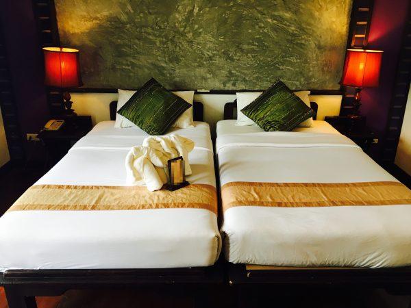 レゲンハスコータイホテルのベッド