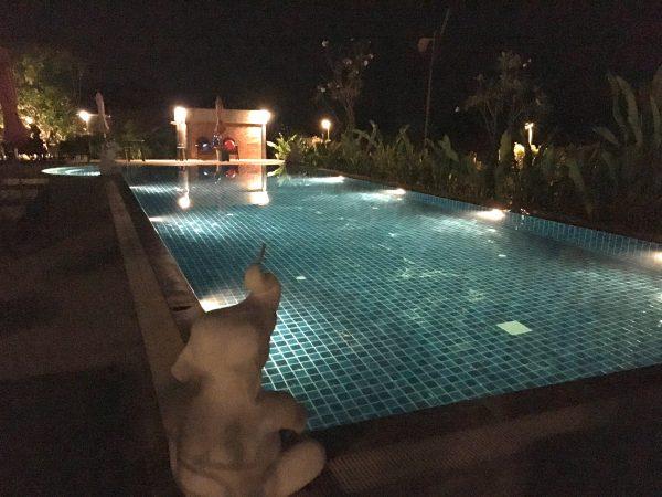 サワディースコータイ リゾート (SawasdeeSukhothai Resort)のプール 夜