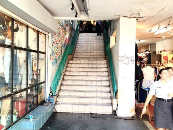 サイアムスクエアのLidoへ上がる階段