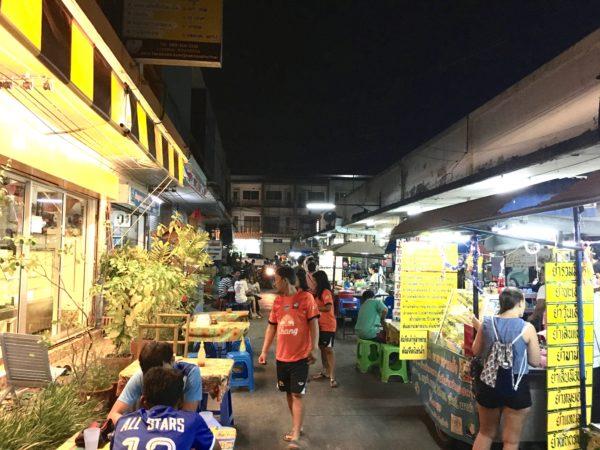 スコータイ新市街のマーケット