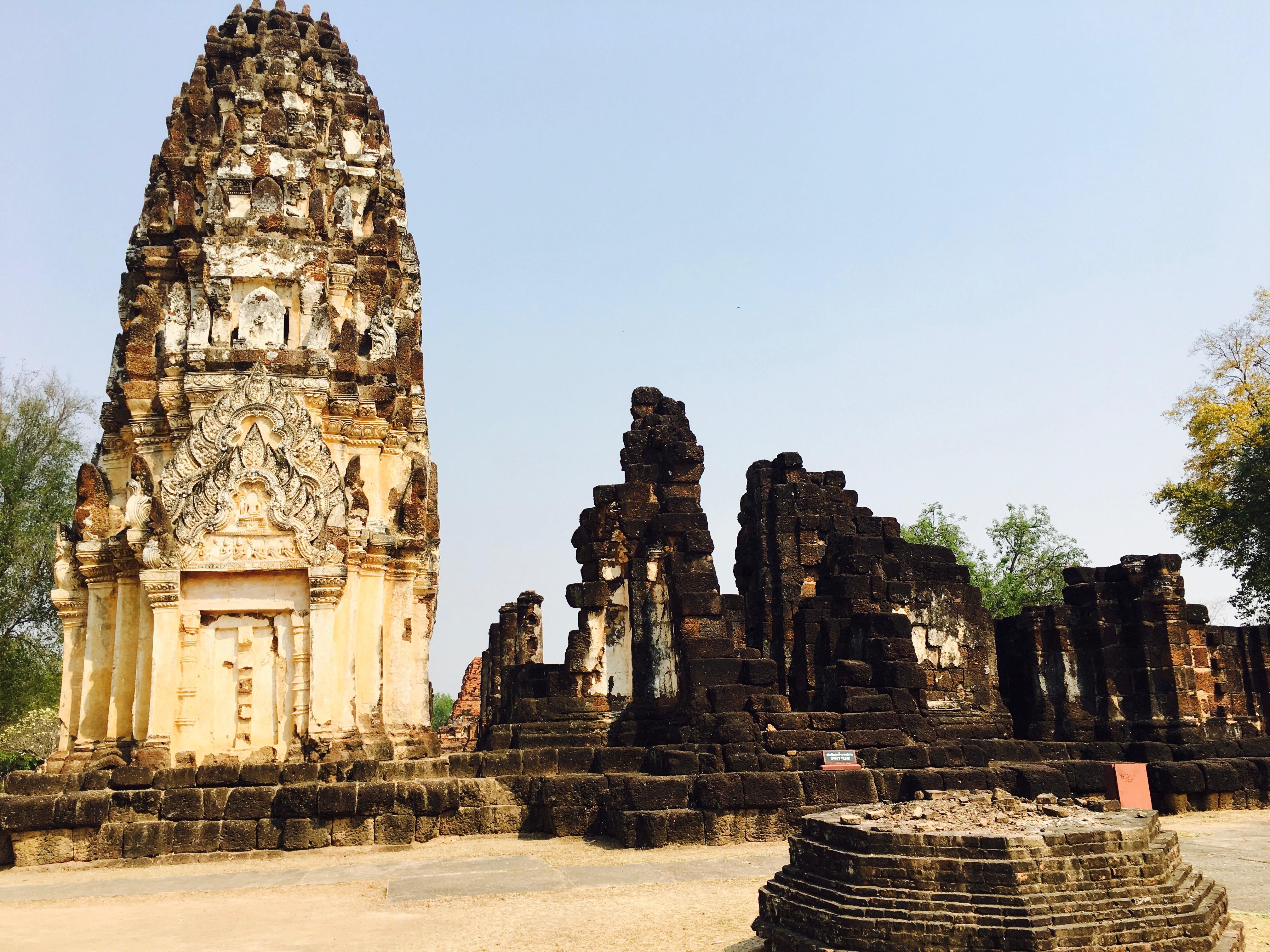 スコータイ歴史公園の回り方と旧市街に点在する遺跡の魅力。  【結論】タイ一択。