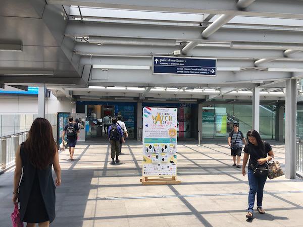 ターミナル21への連結通路