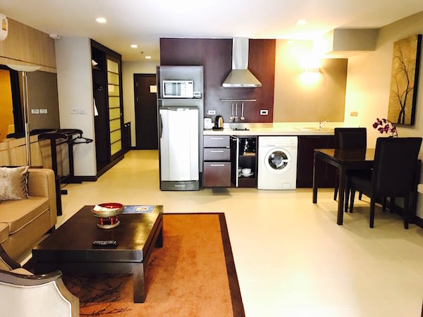 グランド メルキュール アソーク レジデンス(Grand Mercure Bangkok Asoke Residence)のリビングルーム