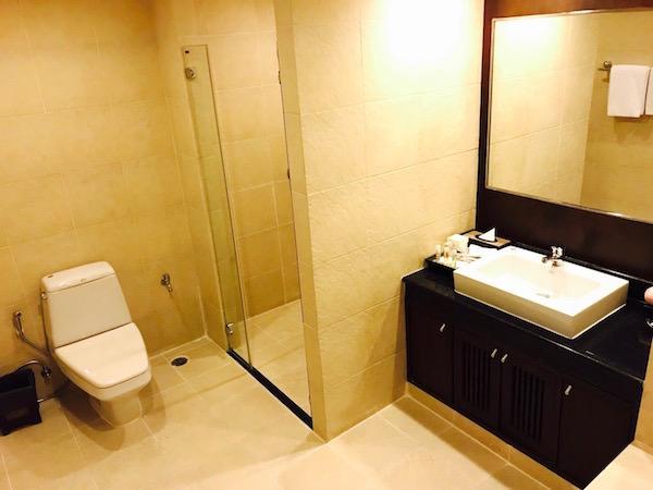 グランド メルキュール アソーク レジデンス(Grand Mercure Bangkok Asoke Residence)のバスルーム1