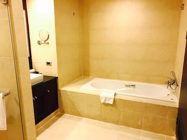 グランド メルキュール アソーク レジデンス(Grand Mercure Bangkok Asoke Residence)のバスルムーム2