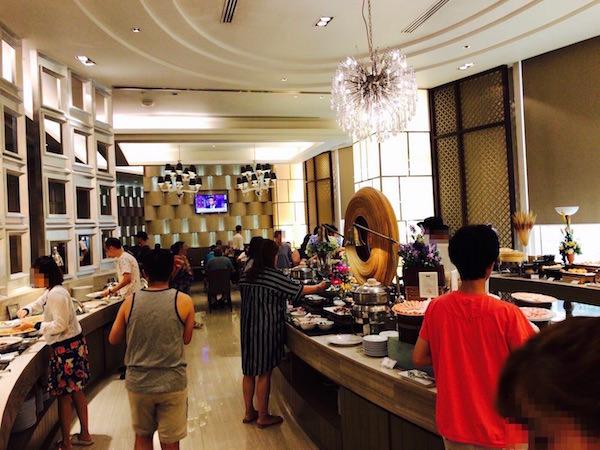 グランド センター ポイント ホテル ターミナル 21 (Grande Centre Point Hotel Terminal 21)の朝食会場1