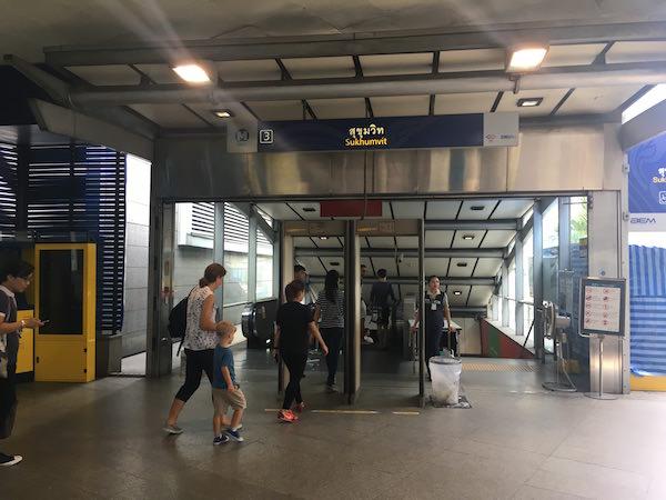 MRTスクンビット 3番出口