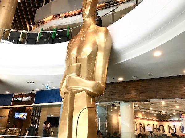 ターミナル21の銅像