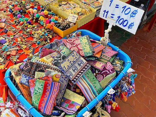 アヌサーン市場(Anusarn Market)の雑貨屋