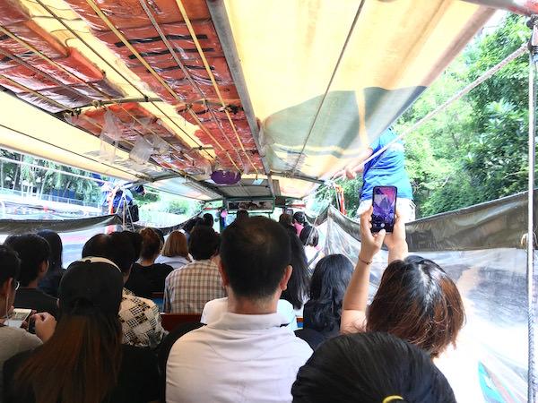 センセープ運河の水上バス