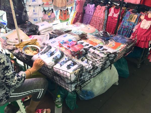 ボーベー市場 靴下の店