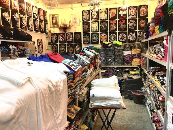ボーベータワーのTシャツショップ2
