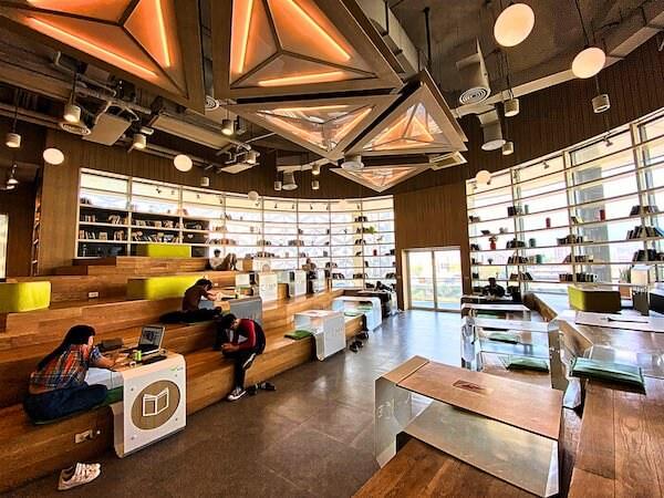 メーヤー ライフスタイル ショッピングセンターの5階にあるコワーキングスペース「キャンプ(CAMP)」の店内2