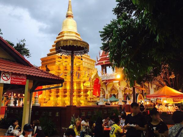 サンデーナイトマーケットの寺院