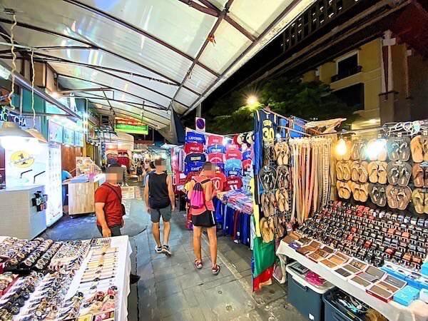 チェンマイナイトバザール(Chiang Mai Night Bazaar)の様子1