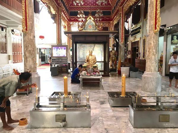 ルアンポートゥアットの金製仏像