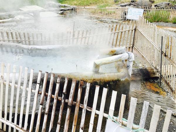 温泉の湧き出し口2