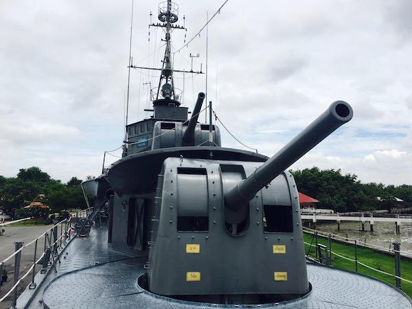 メークロン号の前甲板