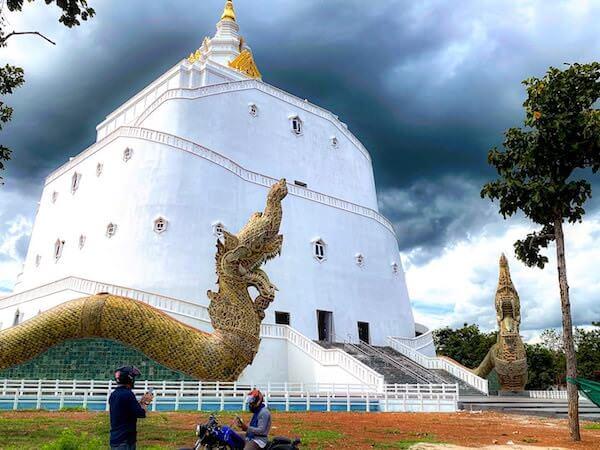 ワットコーサマンカララームの巨大仏塔