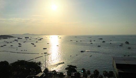 ヒルトン パタヤ (Hilton Pattaya)のインフィニティプールから見えるパタヤビーチと夕日