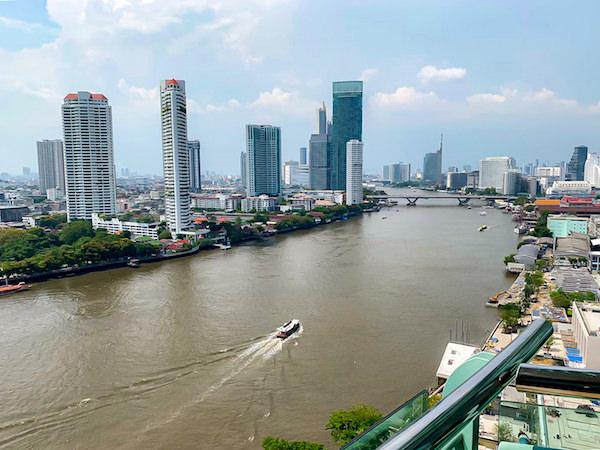 チャトリウム ホテル リバーサイド バンコク (Chatrium Hotel Riverside Bangkok)グランドスイート 1ベッドルーム リバービューのバルコニーから見えるチャオプラヤー川