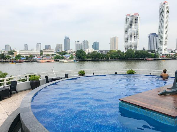 チャトリウム ホテル リバーサイド バンコク (Chatrium Hotel Riverside Bangkok)のインフィニティプールから見えるチャオプラヤー川