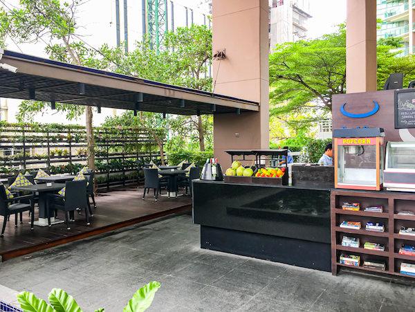 チャトリウム ホテル リバーサイド バンコク (Chatrium Hotel Riverside Bangkok)のプールサイドバー