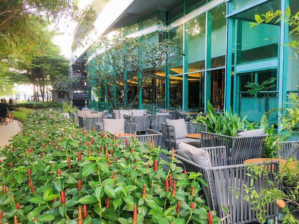 チャトリウム ホテル リバーサイド バンコク (Chatrium Hotel Riverside Bangkok)のレセプリョンロビーにあるカフェ