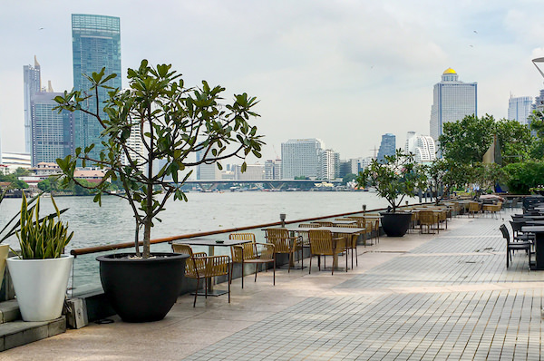 チャトリウム ホテル リバーサイド バンコク (Chatrium Hotel Riverside Bangkok)のリバービューレストランテラス席