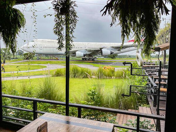 コラートの飛行機カフェ(Airplane Park)から見る航空機