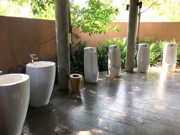 ララ ムクハ テンティッド リゾート カオヤイ(Lala Mukha Tented Resort Khao Yai)の共同トイレ