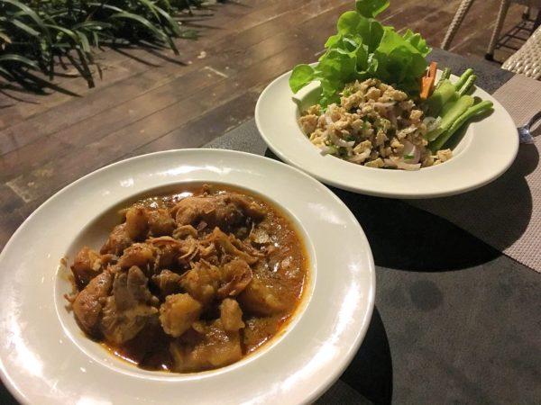 ララ ムクハ テンティッド リゾート カオヤイ(Lala Mukha Tented Resort Khao Yai)のレストランでの食事
