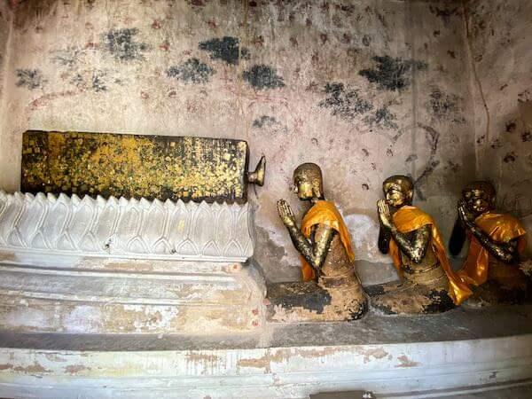 ワット・インターラーム(Wat Intharam Worawiharn)の仏像