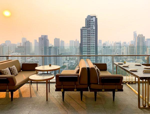 137 ピラーズ レジデンシズ バンコク(137 Pillars Residences Bangkok)屋上のレストランバー