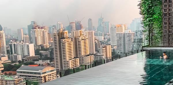 137 ピラーズ レジデンシズ バンコク(137 Pillars Residences Bangkok)のインフィニティプール
