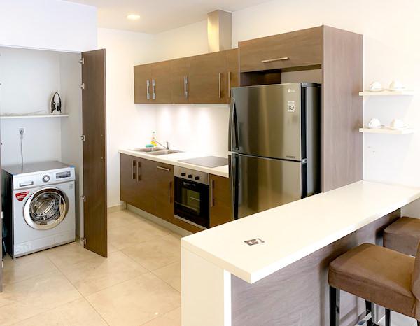 マンション 51 ホテル アンド アパートメント(Mansion 51 Hotel and Apartment)のキッチンと冷蔵庫