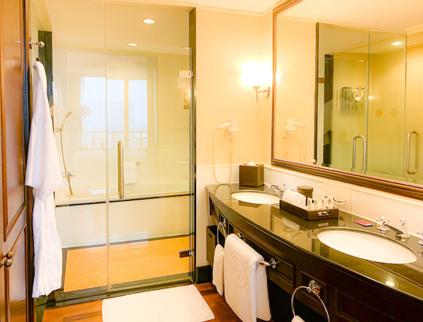 ソフィテル プノンペン プーキートラー ホテル(Sofitel Phnom Penh Phokeethra Hotel)のバスルーム