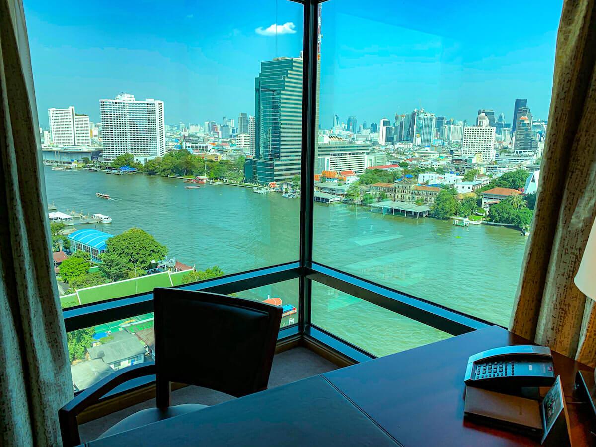 ザ ペニンシュラ バンコク(The Peninsula Bangkok)の客室から見えるチャオプラヤー川の景色1