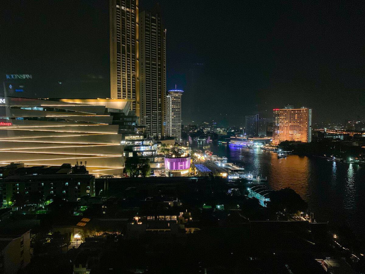 ザ ペニンシュラ バンコク(The Peninsula Bangkok)の客室から見える夜景