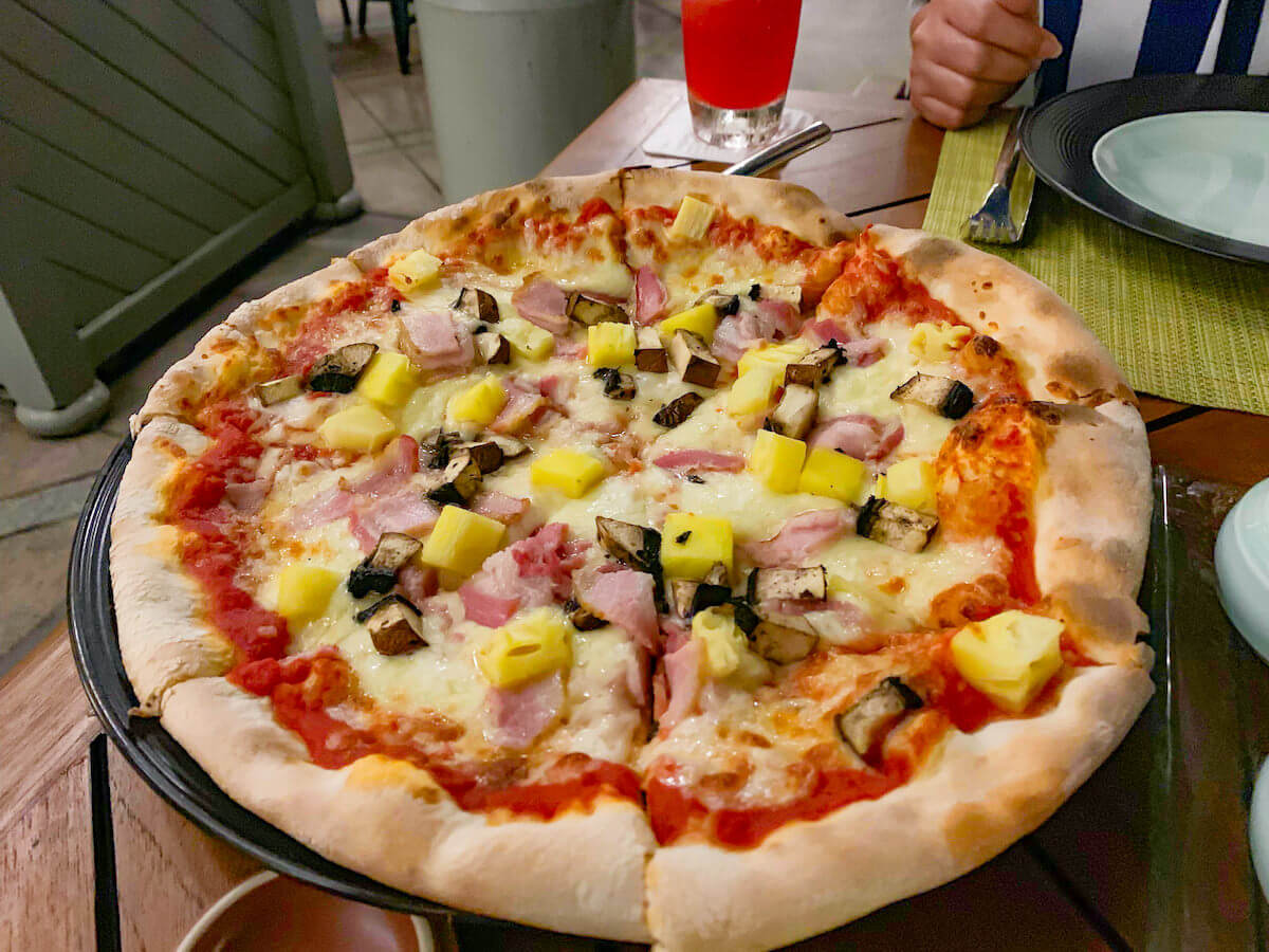 ザ ペニンシュラ バンコク(The Peninsula Bangkok)のレストランで食べたピザ