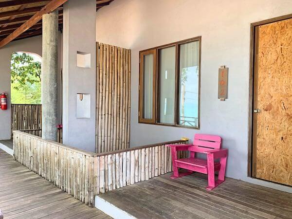 バー アンド ベッド リゾート(Bar and Bed Resort)の客室入り口