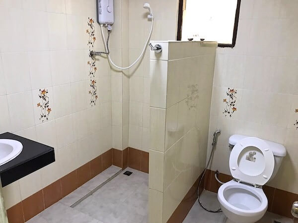 ジラワン ホテル (Jirawan Hotel)の客室バスルーム
