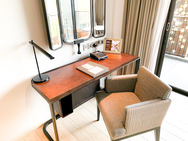 ホアヒン マリオット リゾート アンド スパ(Hua Hin Marriott Resort and Spa)の作業デスク